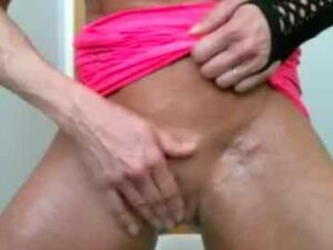 Female Bodybuilder Brie Squirts During Live Session