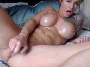 Fit Milf Toys Her Pussy And Cums
