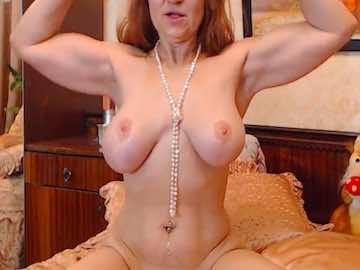 Redhead Milf Nude Flexing On Webcam