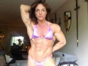Muscular Mature Woman Webcam Show